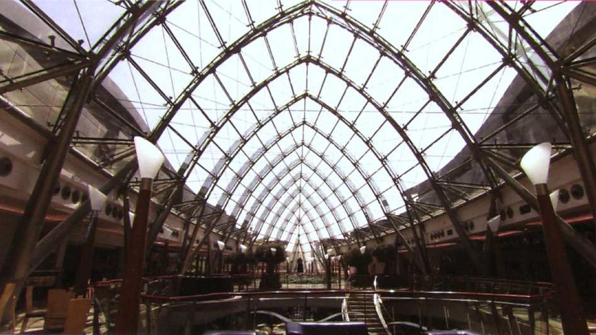 Extrait - Malls R Us - Helene Klodawsky